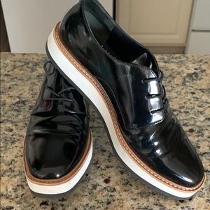 Size 8 Vince Patent leather oxfords EUC